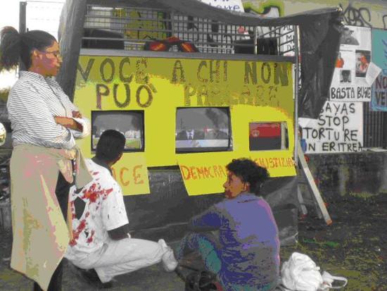Eritrei visitano lo stand e assistono alla proiezione dei seguenti video: - Video sul  Ministro Eritreo (Affari Esteri) Haile Weldetensai (Deru ) nel suo discorso prima di essere arrestato insieme ad altri 10 tra ministri e generali per aver qhiesto riforme democratiche; Elsa Chyrum: Eritrea Voices of torture; Testimonianza sul genocidio dei Kunama; Manifestazione di protesta a Brussels (Assena); Amnesty international: Helen Berhare; Intervista al Presidente Isayas Afewerki (Al jazeera).